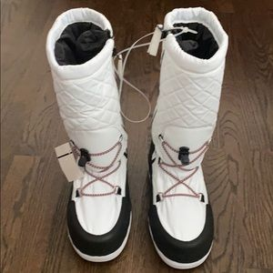 NWT HUNTER QUILTED SNOW BOOTS SZ 9